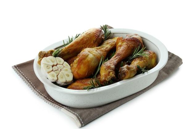 Lade van gebraden kippentrommelstokken die op wit worden geïsoleerd
