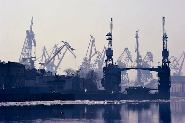 Ladingszeehaven in st. petersburg, rusland