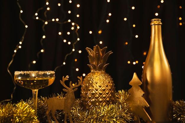 Lage hoek gouden thema op nieuwjaarsverjaardag