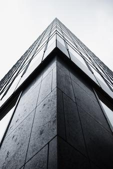 Lage hoek hoek van modern gebouw