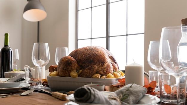 Lage hoek kalkoen voorbereid op thanksgiving day