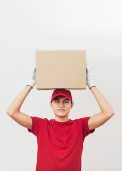 Lage hoek levering man uitvoering pakket