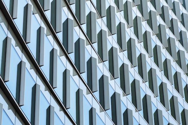 Lage hoek ontwerp van modern gebouw