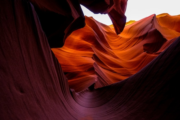 Lage hoek schot van de antelope canyon in arizona overdag