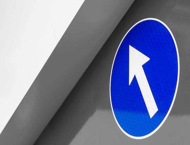 Lage hoek van blauwe indicator met pijl
