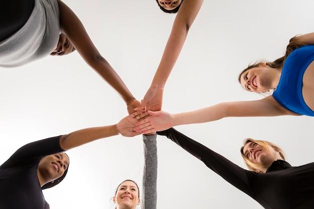 Lage hoek vrouwen handbewegingen