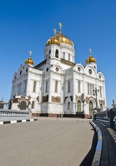 Lage hoekmening van de kathedraal van christus de verlosser in moskou, rusland