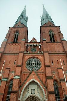 Lage hoekmening van de kathedraal van uppsala, uppsala, zweden
