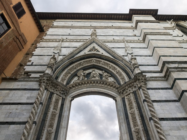 Lage hoekmening van het museo dell'opera del duomo, siena, toscane, italië