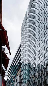 Lage weergave moderne wolkenkrabbers kantoorgebouwen
