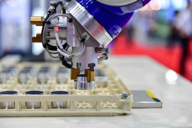 Lagers verpakkingsproces voor overdracht op geautomatiseerde transportbandsystemen industriële automatisering
