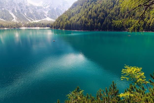Lago di braies met groene wateren