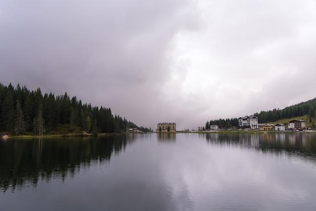 Lago di misurina, italiaanse alpen dolomieten.