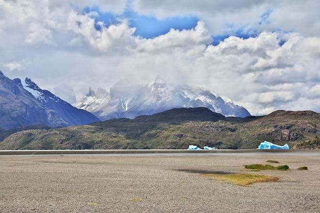 Lago grey in torres del paine national park, patagonië, chili