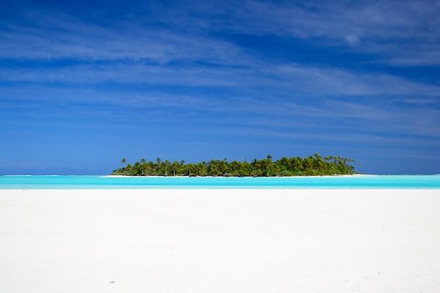 Lagune van aitutaki en rarotonga, afgelegen atollen stille oceaan, cookeilanden