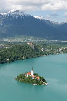 Lake bled, eiland en bergen, slovenië, europa