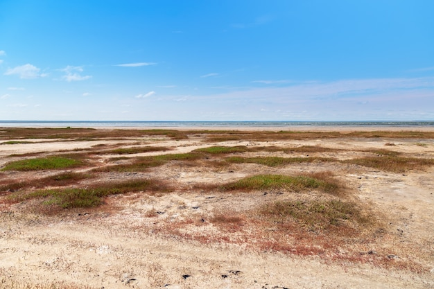 Lake ebeity, groot zoutmeer met therapeutische modder.