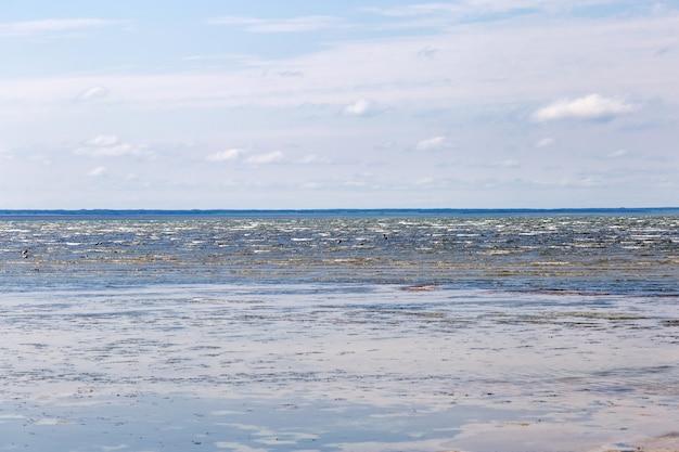 Lake ebeity (omsk-regio, russische federatie), groot zoutmeer met therapeutische modder.