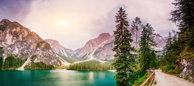 Lake in de bergen