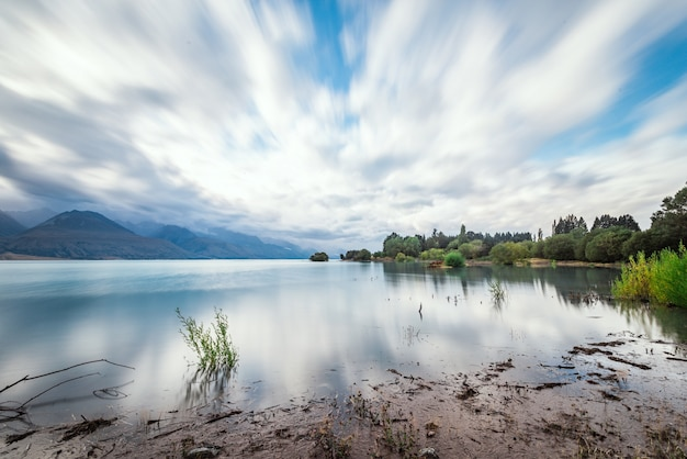 Lake in een bewolkte dag
