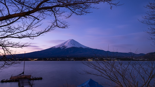 Lake mt. fuji berglandschap