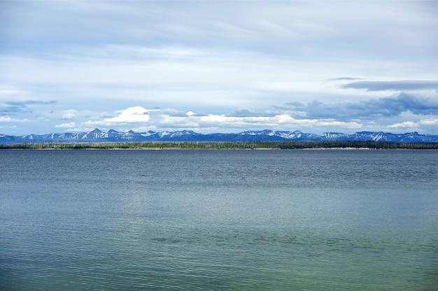 Lake of yellowstone