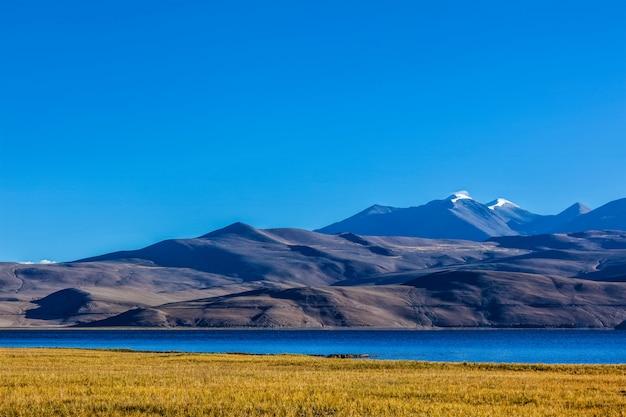 Lake tso moriri in de himalaya, ladakh, india