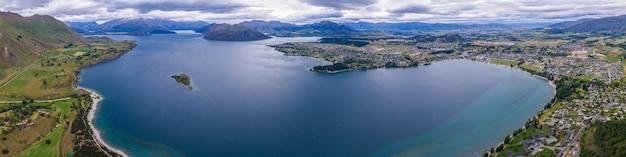Lake wanaka, nieuw-zeeland panoramisch landschap