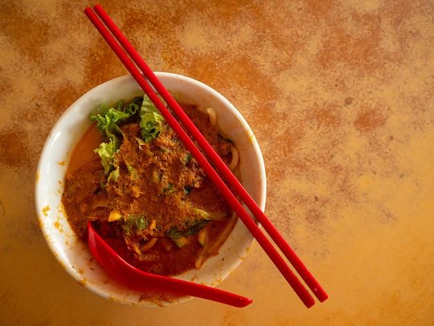 Laksa noodle lokaal eten en traditioneel in pinang, maleisië