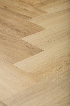 Laminaat en parket met visgraat houten vloer als achtergrond met een chevronpatroon in de woonkamer van het designer interieur hoogwaardige foto