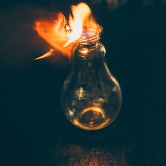 Lamp brandt met vuur
