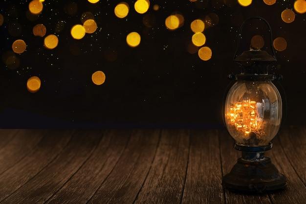Lampen op de donkere achtergrond en verschillende lichten op de achtergrond