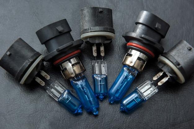 Lampen voor koplamp. auto elektrische lamp als moderne technologie. close-up vechile halogeen gloeilampen
