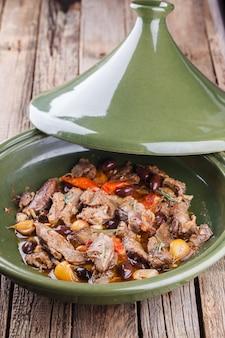 Lamsvlees gekookt in een tajine
