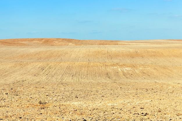 Landbouwgebied tijdens de voorbereiding voor het zaaien van nieuwe gewassen