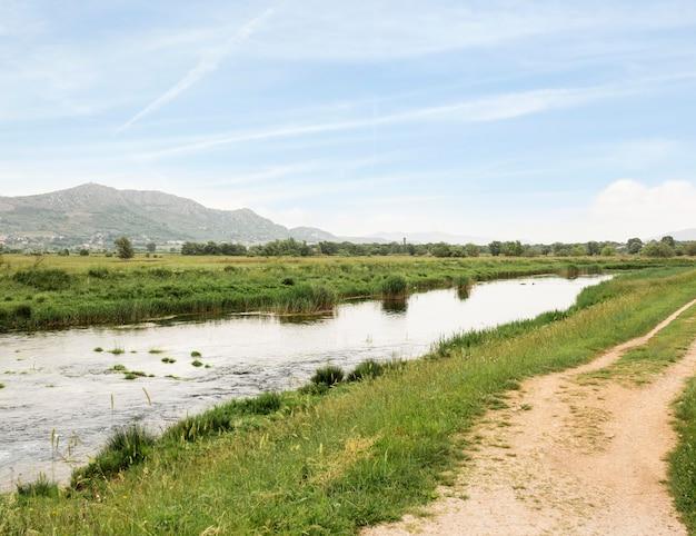 Landelijk concept met riviertje