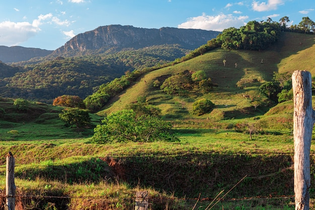 Landelijk gebied met uitzicht op de serra de sao jose, gemeente tiradentes minas gerais