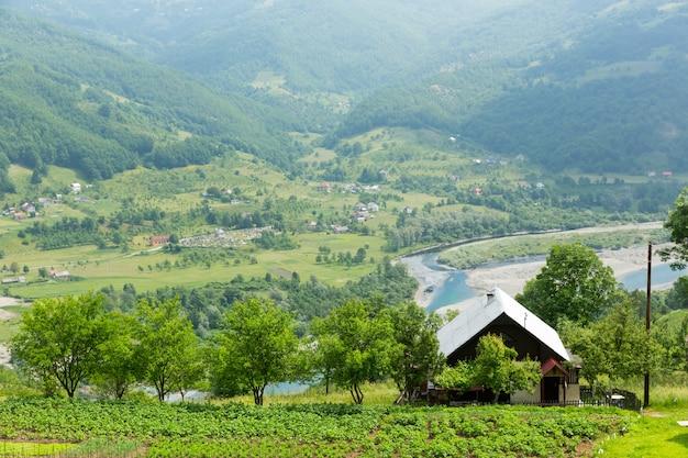 Landelijk huis in de bergen