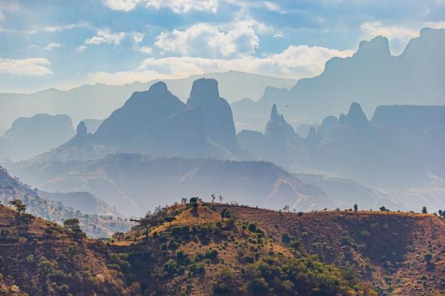 Landschap dat van simien mountains national park in amhara, ethiopië is ontsproten