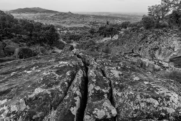 Landschap in het natuurgebied van valcorchero, in de buurt van plasencia.
