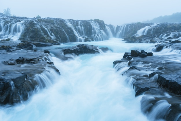 Landschap met bruarfoss-waterval