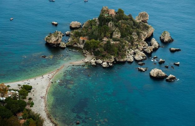 Landschap met prachtige natuur in taormina sicilië, italië.