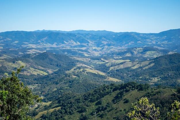 Landschap met uitzicht op de mantiqueira-bergen