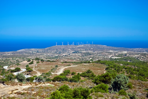Landschap met windmolens op het eiland kos