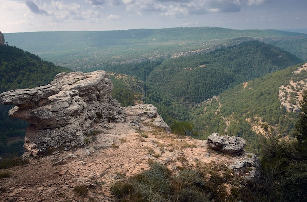 Landschap op de top van een ravijn