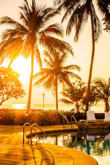 Landschap vakantiecomplex zwembad tropische