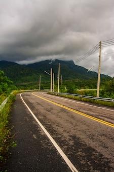 Landschap van cloud cover berg