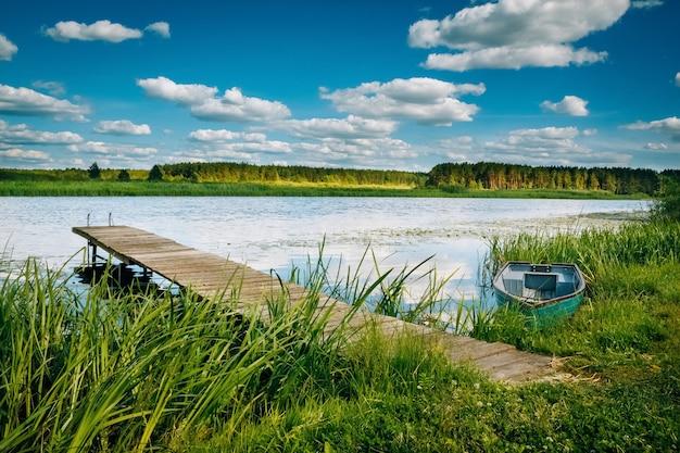 Landschap van de rivier op het platteland