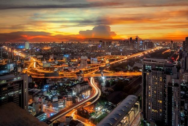 Landschap van de stad bangkok 's nachts