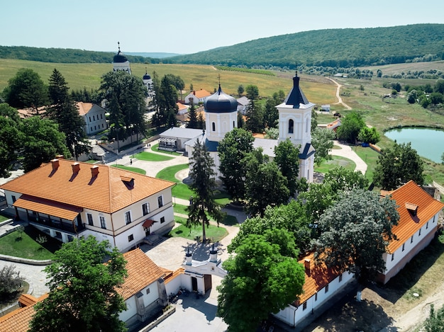 Landschap van een binnenplaats van het klooster